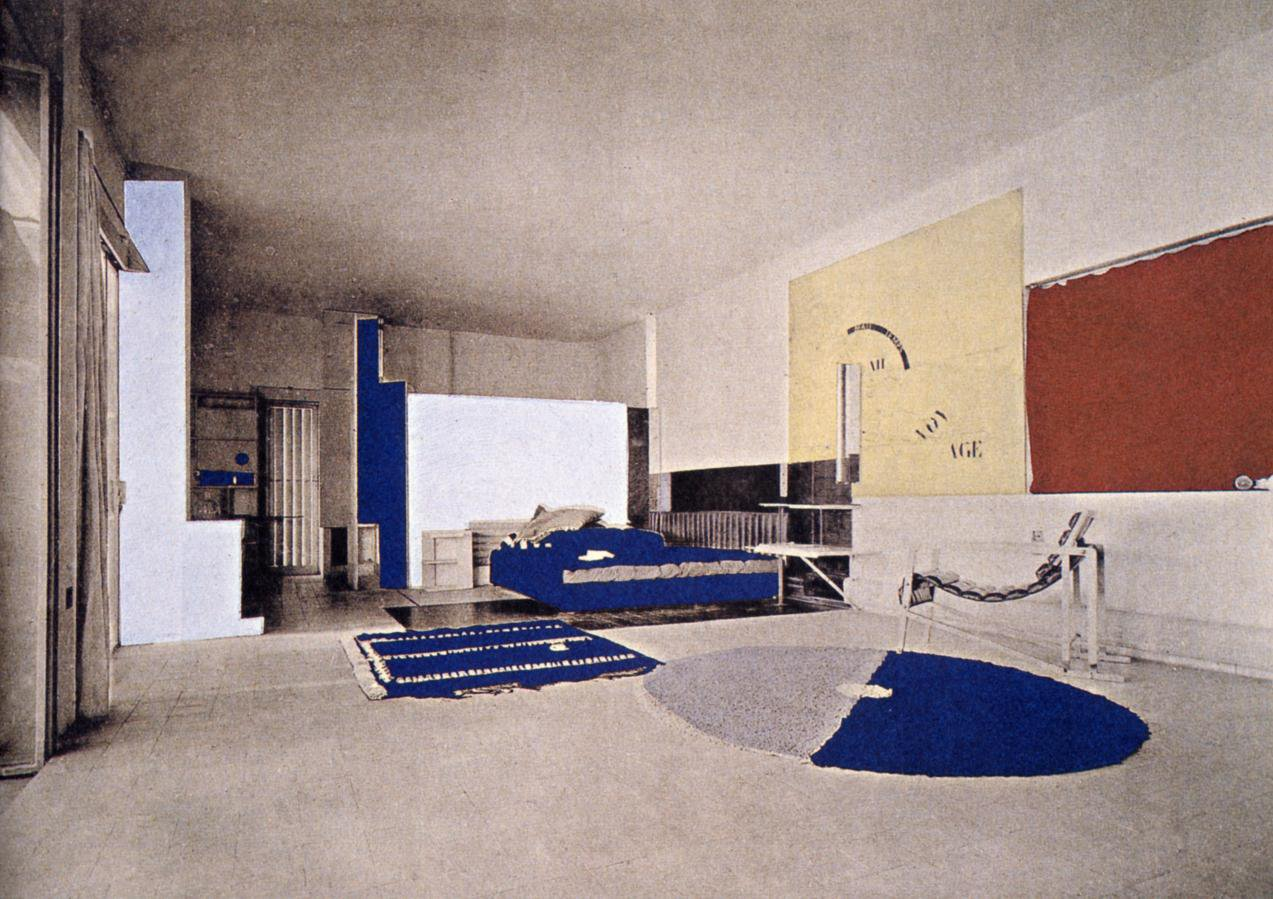 Pratiquement méconnue de son vivant, le travail d'Eileen Gray est redécouvert à la fin des années 60. Créatrice indépendante, ses œuvres sont aujourd'hui devenues des classiques de l'Art Déco et du Design. Le Corbusier est l'un des premiers à reconnaître en elle l'une des pionnières de la modernité, et l'invite à exposer ses créations dès 1930.