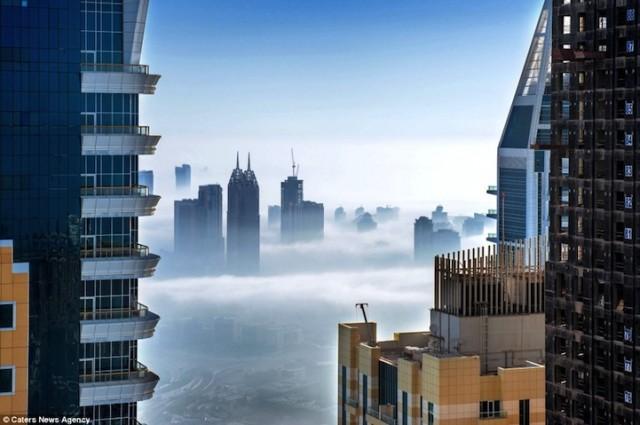 Superbes images de Dubaï sous les nuages.