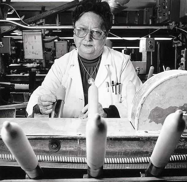 Testeur de préservatif © Nancy Rica Schiff. Tous les droits réservés.