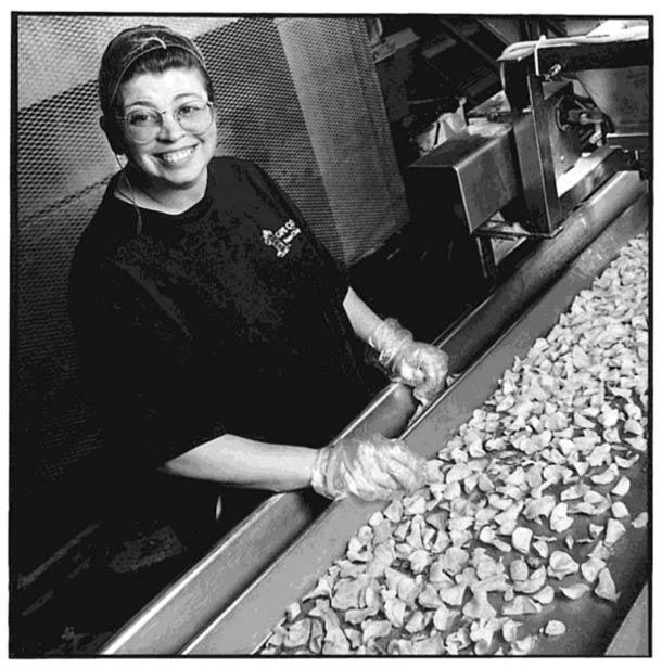 Inspecteur de chips © Nancy Rica Schiff. Tous les droits réservés.