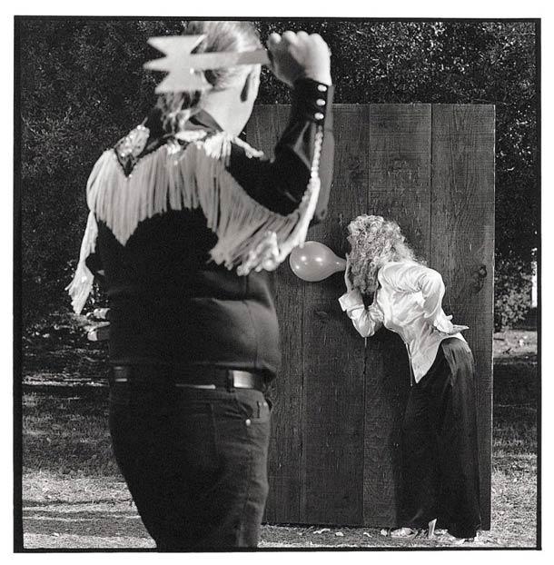 Assistant de lanceur de couteaux © Nancy Rica Schiff. Tous les droits réservés.
