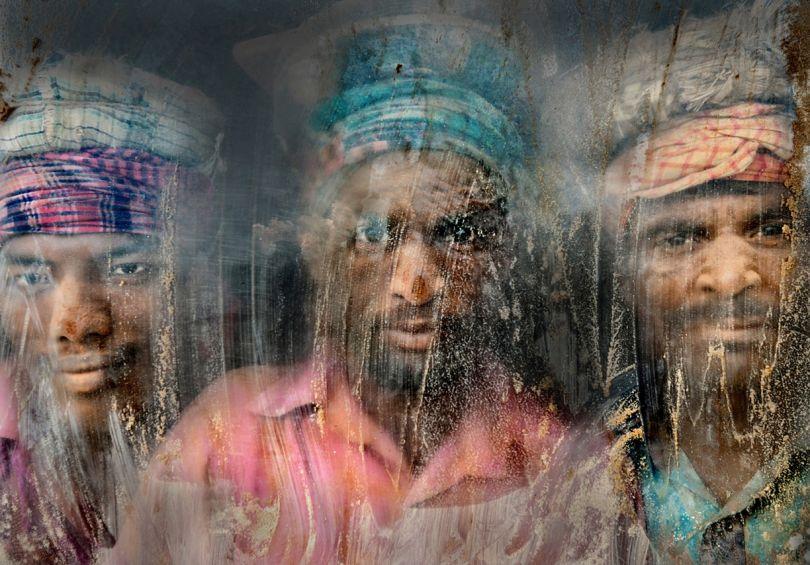 2ème prix. Gravel Workmen © Faisal Azim. Tous les droits réservés.