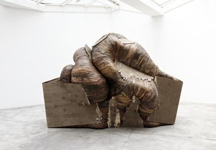 Oliveira Henrique. Boxoplasmose, 2011 Bois 205 x 195 x 290 cm Courtesy : Galerie GP & N Vallois, Paris / Copyright : Aurélien Mole