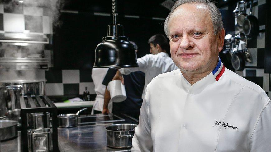 Jo l robuchon lance un institut international son nom for Cuisinier 32 etoiles