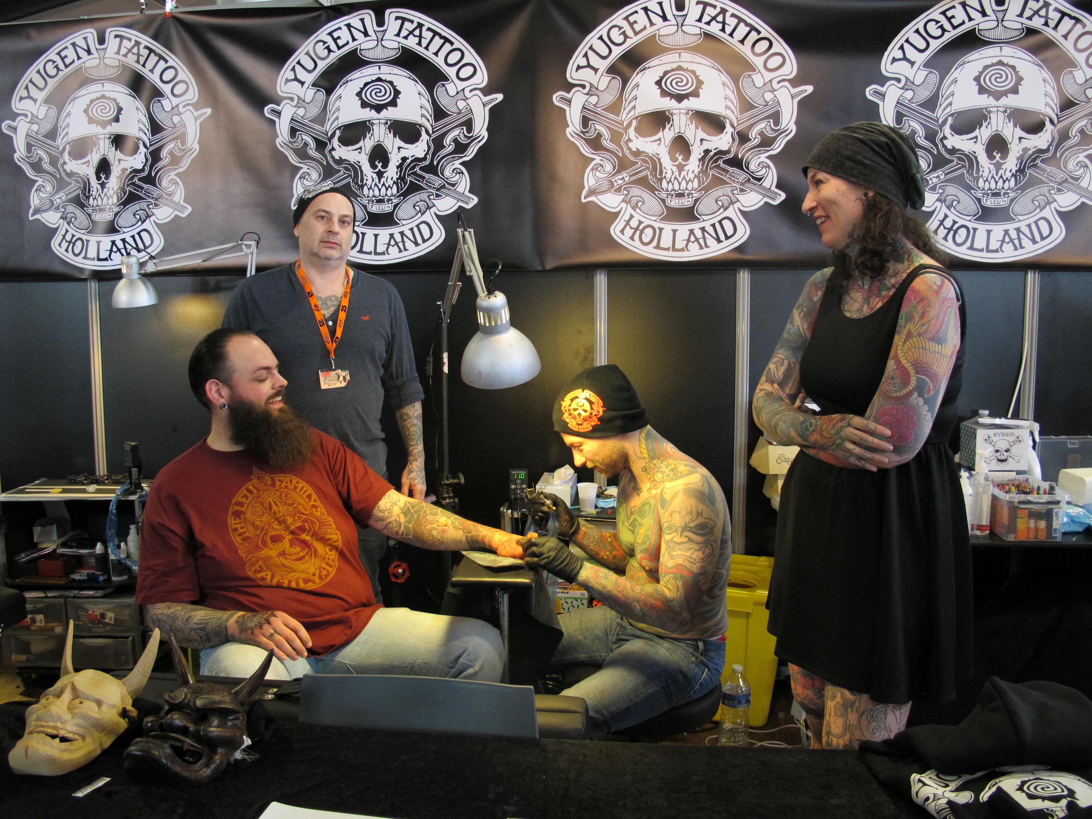 On se fait tatouer en rigolant chez ©Julie Albesa