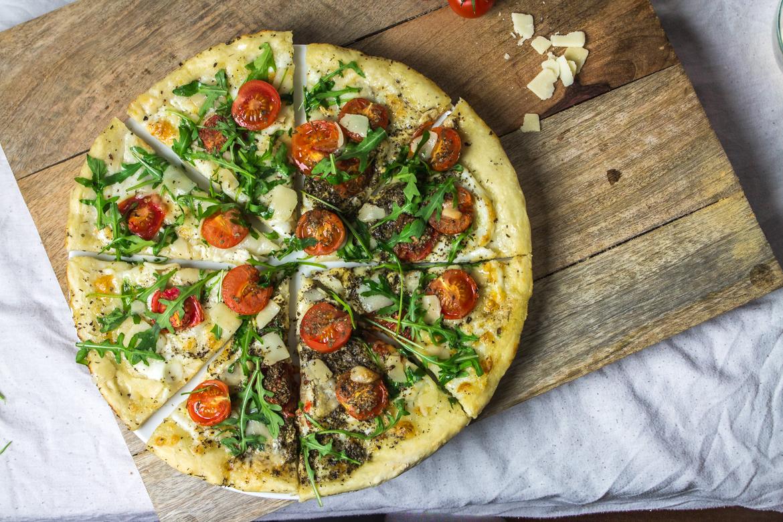 Pizza-Italienne-tomates-parmesan-roquette-7