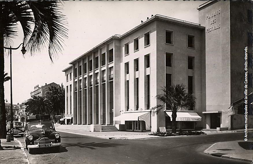 Le palais croisette (prédécesseur du Palais d'aujourd'hui, celui-là même dont la première toiture s'est envolée en 1983) © Archives Nationales de la Ville de Cannes, tous droits réservés