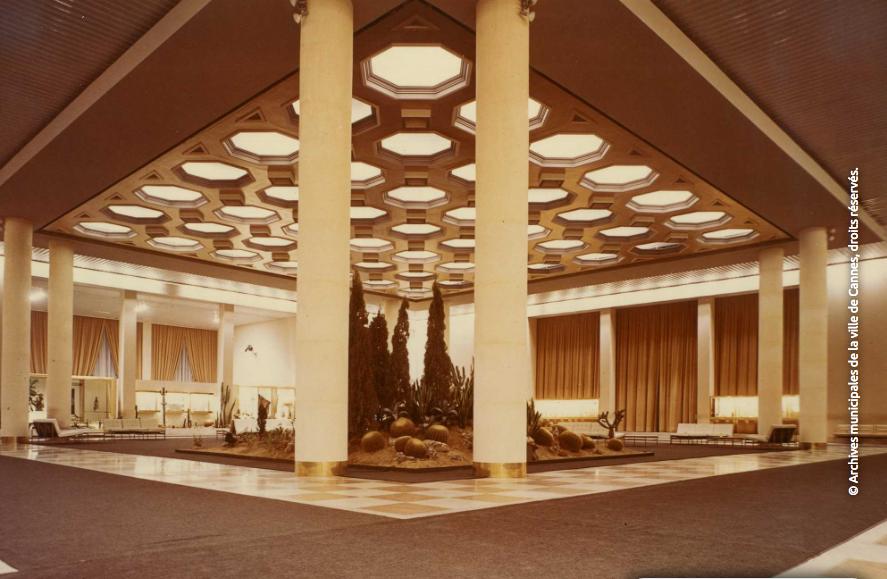 Le hall du palais croisette © Archives Municipales de la Ville de Cannes, tous droits réservés