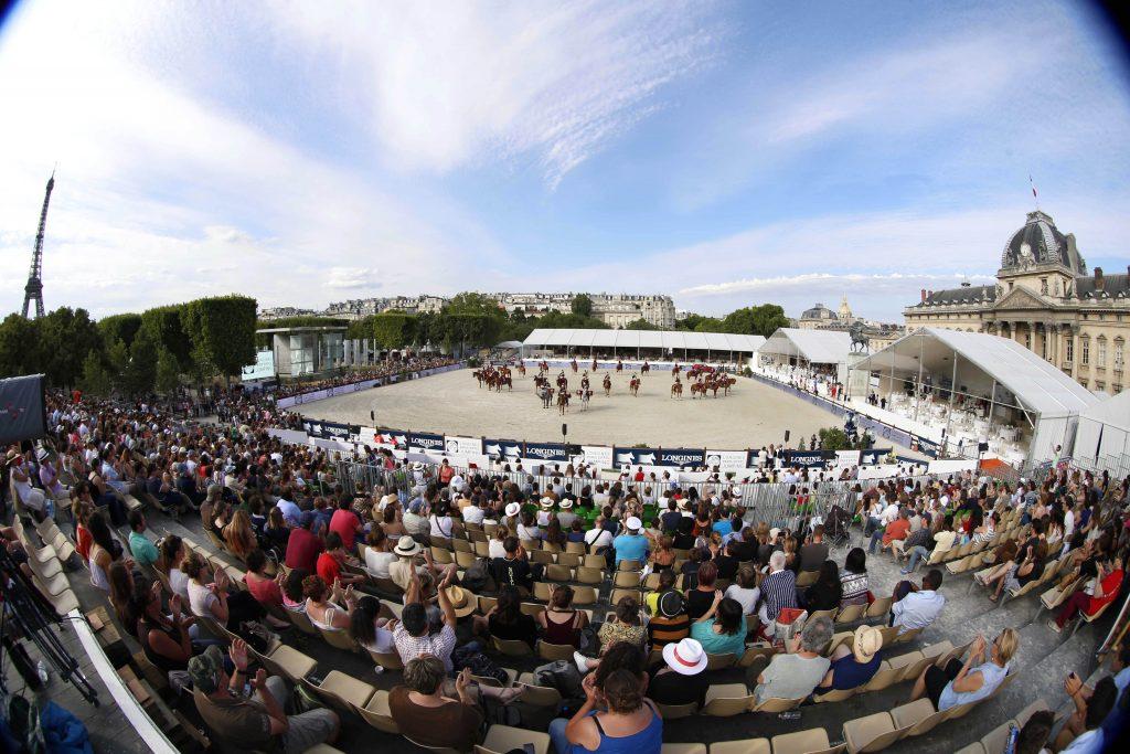 People enjoy the show of La Garde Republicaine