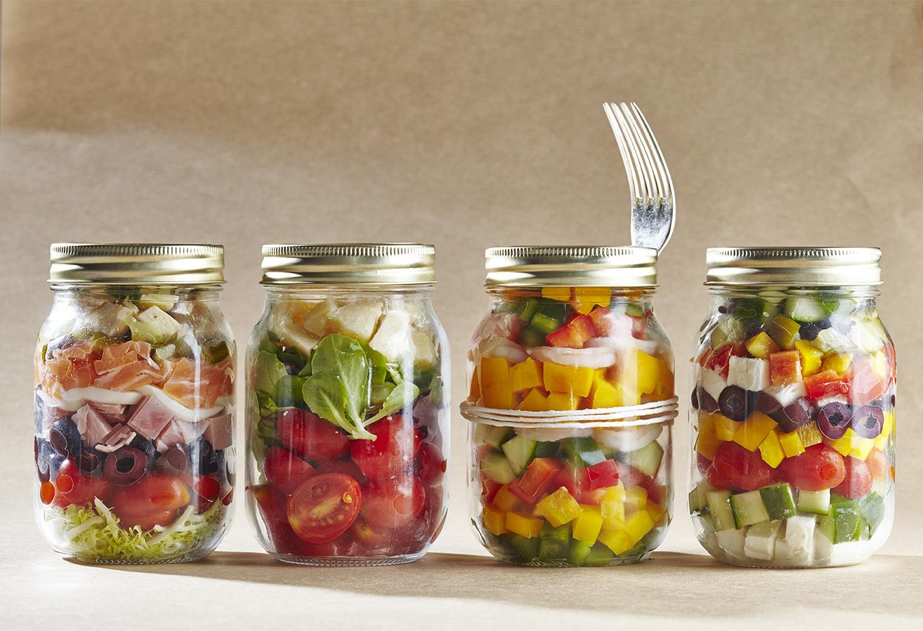 mason jar salad la salade en bocal emporter au d jeuner. Black Bedroom Furniture Sets. Home Design Ideas