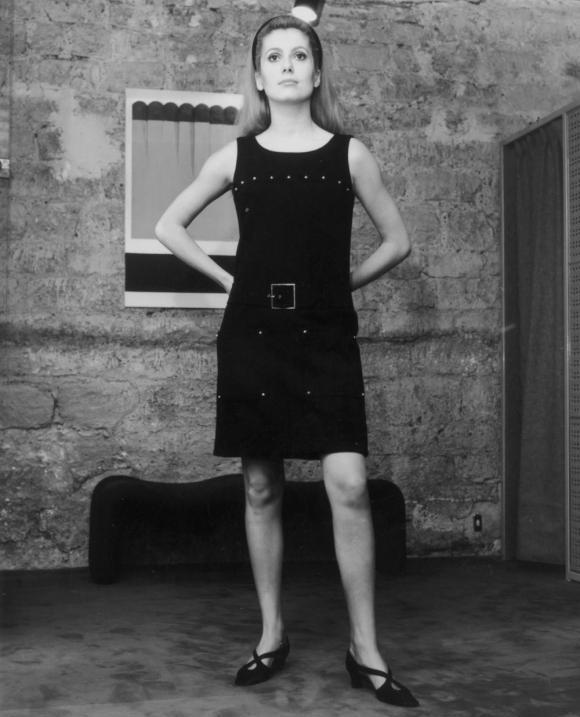 c041208d5bb Catherine Deneuve dans « Belle de Jour » de Luis Bunuel (1967). La robe  Yves Saint Laurent de l actrice restera dans les annales et fut exposée  l année ...