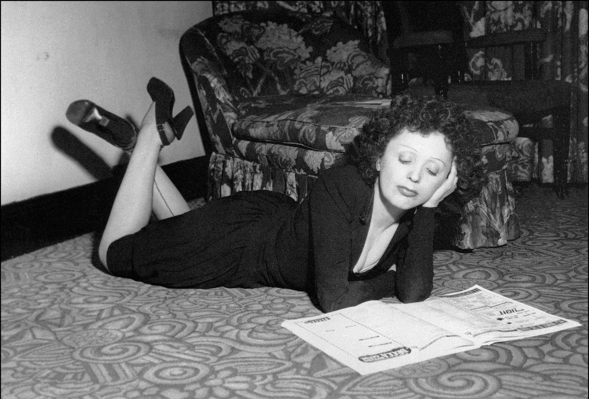 d75796f57379 L image d Edith Piaf est associée à son indétrônable robe noire. Une fois  célèbre, elle fera faire ses robes par des grands couturiers mais leur  demandera ...