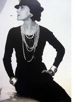 2bb80b45ca62 La petite robe noire, l intemporelle   Retour sur 90 ans d histoire