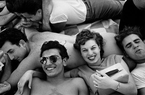 © Harold Feinstein, Several teenagers recline on a Coney Island beach, New York, 1949, © Harold Feinstein