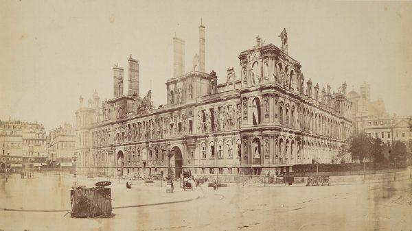 L'Hôtel de Ville en mai 1871 Paris, Bibliothèque nationale de France, département des Estampes et de la Photographie © BnF