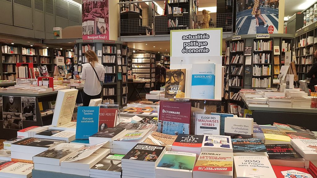 Dans une librairie du 9e arrondissement de Paris